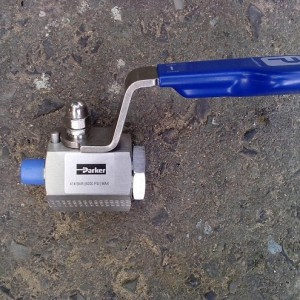 Parker Ball Valve Male x Female, 6000psi
